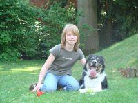 Mädchen mi Therapiehund